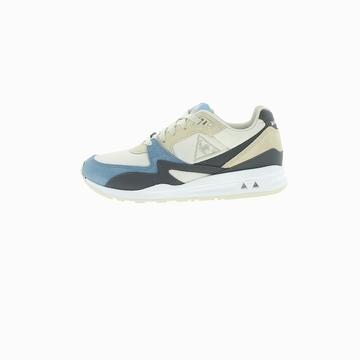 La LCS R800 RETRO est une sneaker de la marque française Le