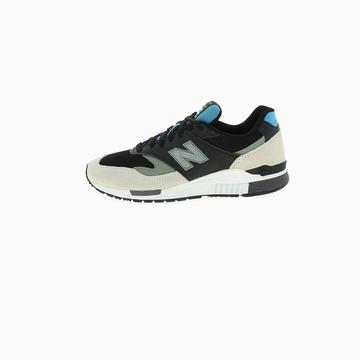 La 840 de la marque NEW BALANCE se pose en tant que sneaker