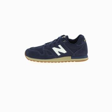 La New Balance 520 est une sneaker qui arbore un style
