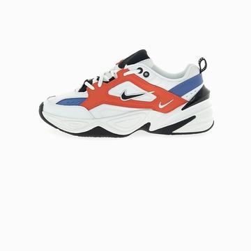 La Nike M2K TEKNO arbore une empeigne en cuir, synthétique