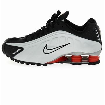 Un design inimitable et un amorti légendaire : la Nike SHOX