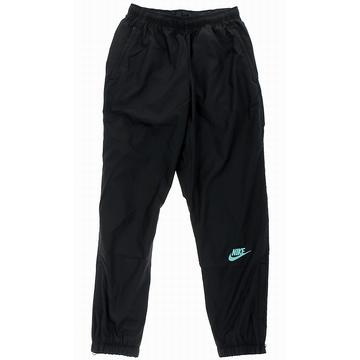 Le pantalon Nike x atmos, dans un style classique vintage,