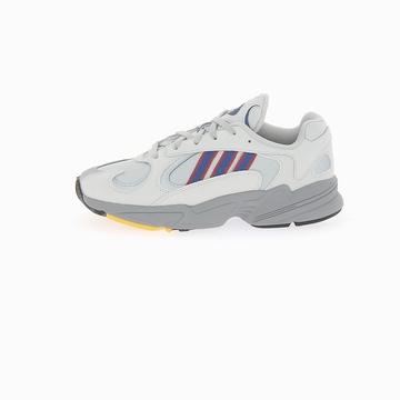 La YUNG-1 de la marque ADIDAS tire son look de la adidas