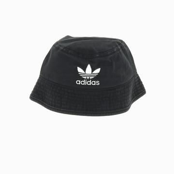 Le Bob BUCKET HAT AC de chez ADIDAS arbore un coloris noir