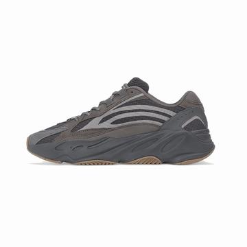 La YEEZY BOOST 700 V2 est une sneaker imaginée par Kanye