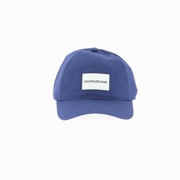 La CALVIN KLEIN JEANS CAP est une casquette de la marque