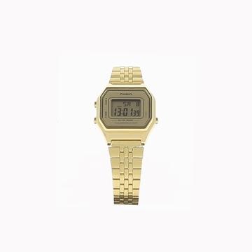 Complétez votre style avec cette montre casio.