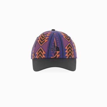 La 66 CLASSIC TECH HAT est une casquette de la marque THE