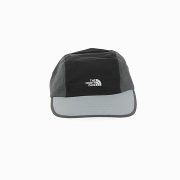 La 92 RAGE BALL CAP est une casquette de la marque THE NORTH