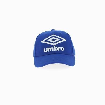 Casquette de la marque UMBRO qui arbore un coloris bleu