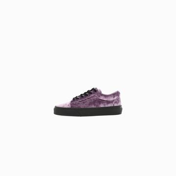 La VANS UA OLD SKOOL (VELVET) est une sneakers alliant
